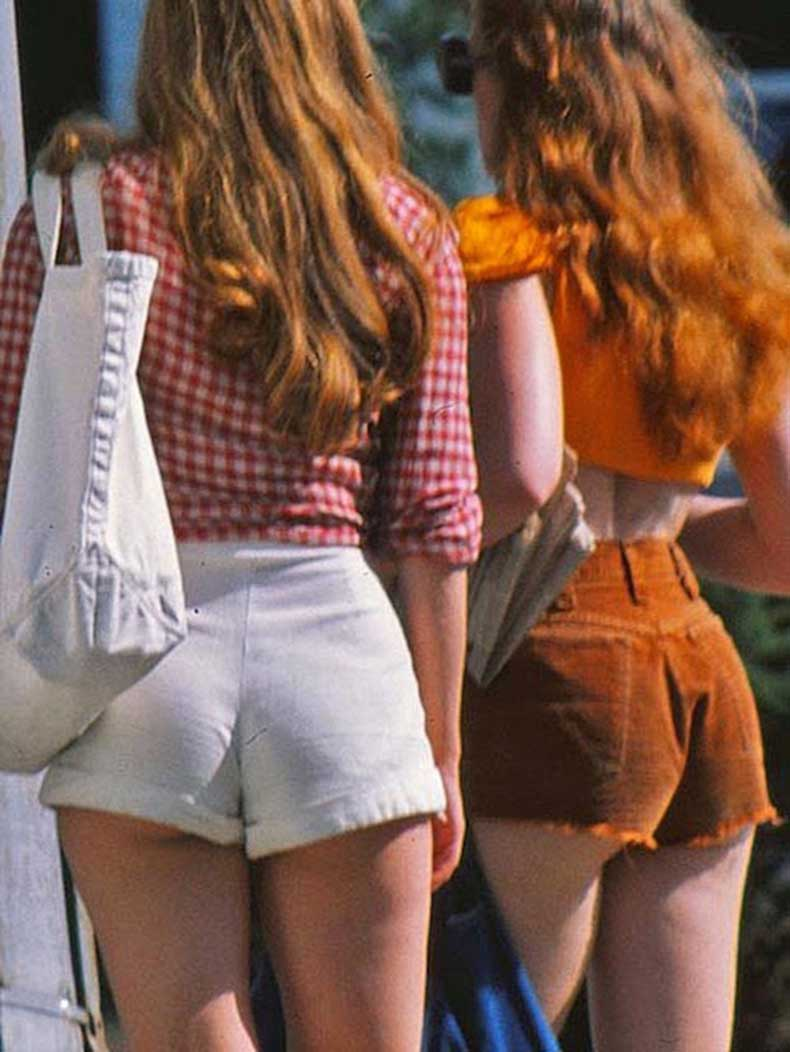 Le-Fashion-Blog-1970s-70s-Street-Style-Vintage-High-Waisted-Shorts-Corduroy-Crop-Top-Gingham-Photos-Via-Tres-Blase