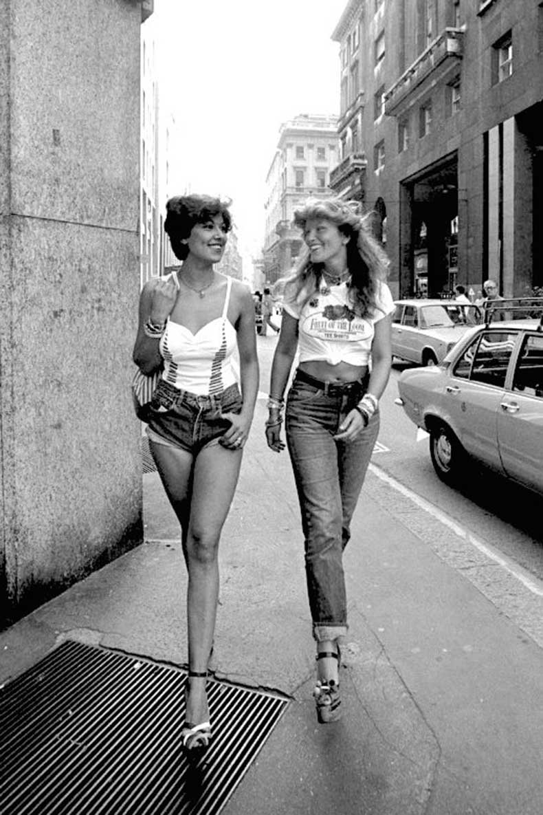 Le-Fashion-Blog-1970s-70s-Street-Style-Vintage-Photos-High-Waisted-Denim-Shorts-Cuffed-Jeans-Crop-Top-Strappy-Platform-Sandals-Tres-Blase
