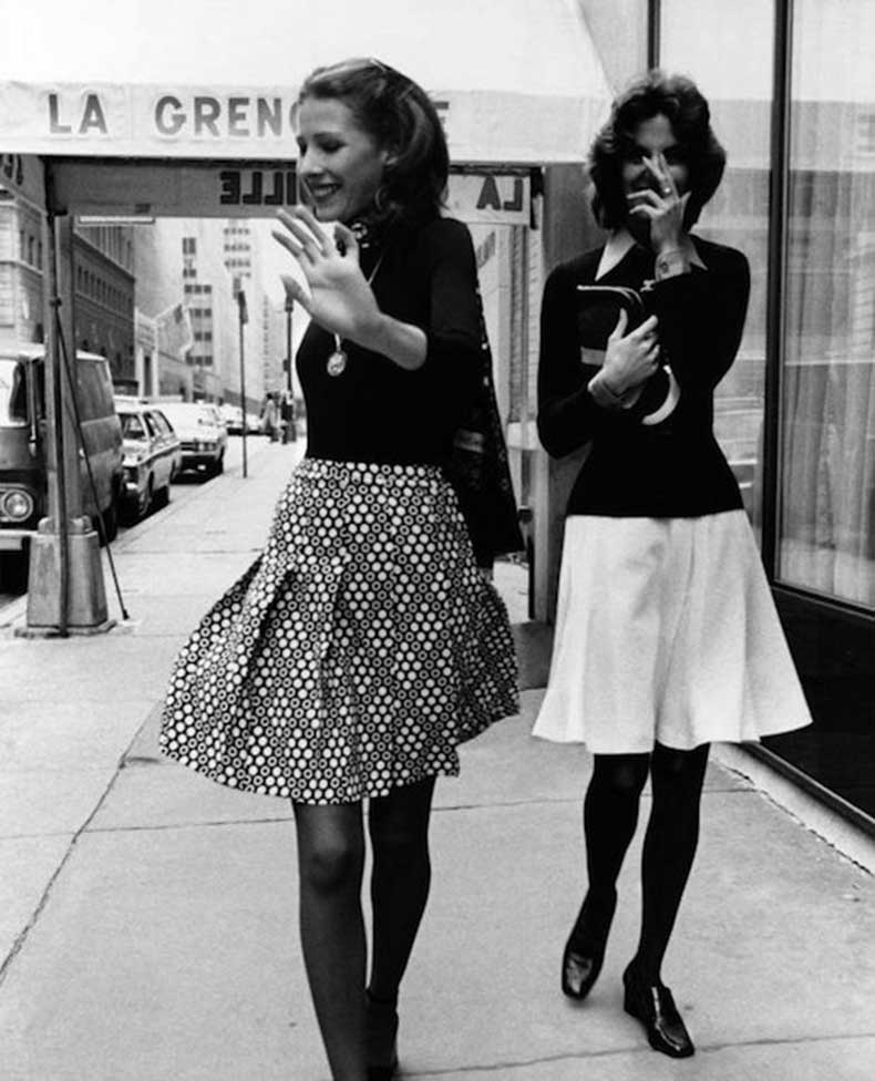 Le-Fashion-Blog-1970s-70s-Street-Style-Vintage-Photos-Pleated-Print-Skirts-Tights-Via-Tres-Blase