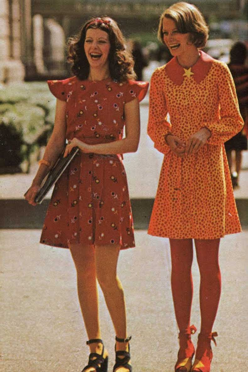 Le-Fashion-Blog-1970s-70s-Street-Style-Vintage-Photos-Print-Pleated-Dress-Lace-Up-Sandals-Via-Tres-Blase