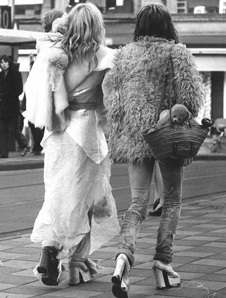 Le-Fashion-Blog-1970s-70s-Street-Style-Vintage-Photos-Shag-Shaggy-Fur-Coat-Suede-Pants-Platforms-Via-Tres-Blase