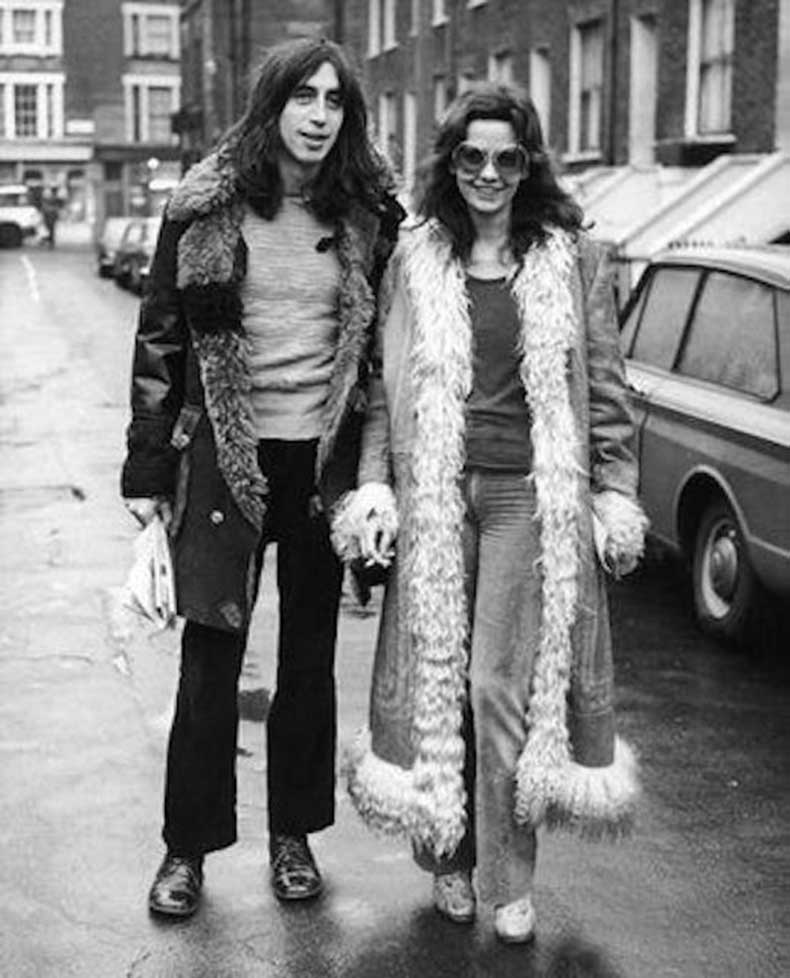 Le-Fashion-Blog-1970s-70s-Street-Style-Vintage-Photos-Shaggy-Fur-Trimmed-Suede-Coats-Flared-Denim-Wide-Leg-Pants-Via-Tres-Blase