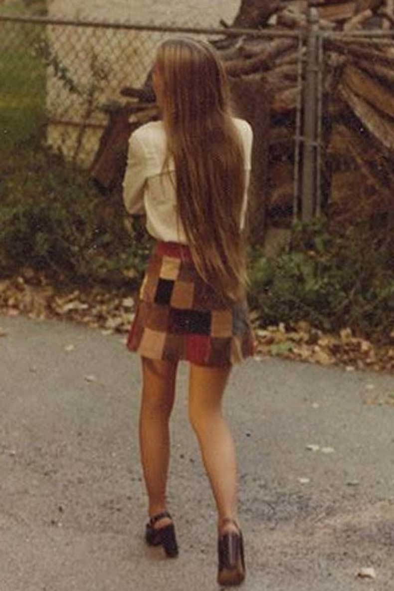 Le-Fashion-Blog-1970s-70s-Street-Style-Vintage-Photos-Suede-Patchwork-Skirt-Platform-Sandals-Via-Tres-Blase