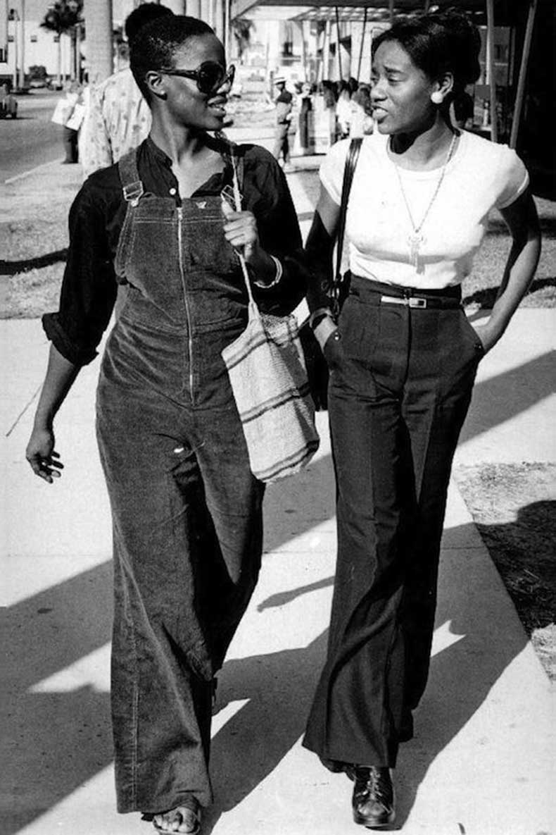 Le-Fashion-Blog-1970s-70s-Street-Style-Vintage-Photos-Suede-Wide-Leg-Overalls-Bell-Bottoms-Flared-Pants-Via-Tres-Blase