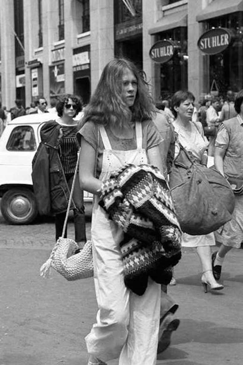 Le-Fashion-Blog-1970s-70s-Street-Style-Vintage-Photos-White-Overalls-Crochet-Bags-Via-Tres-Blase