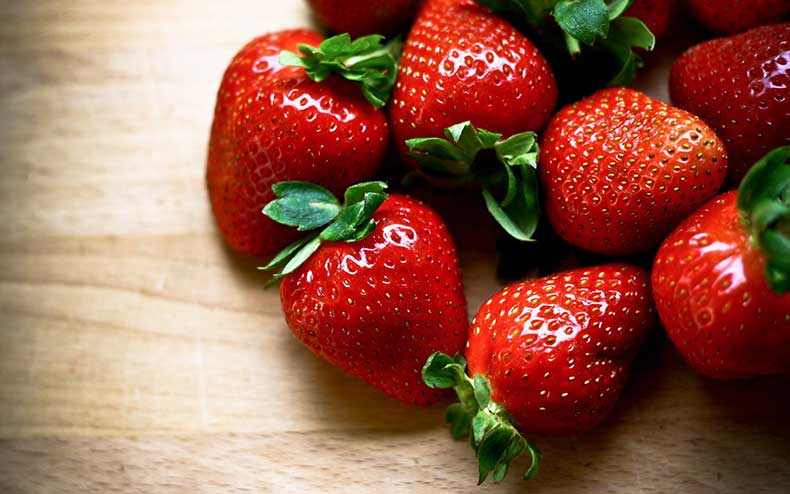 Macro-view-of-fresh-ripe-strawberries