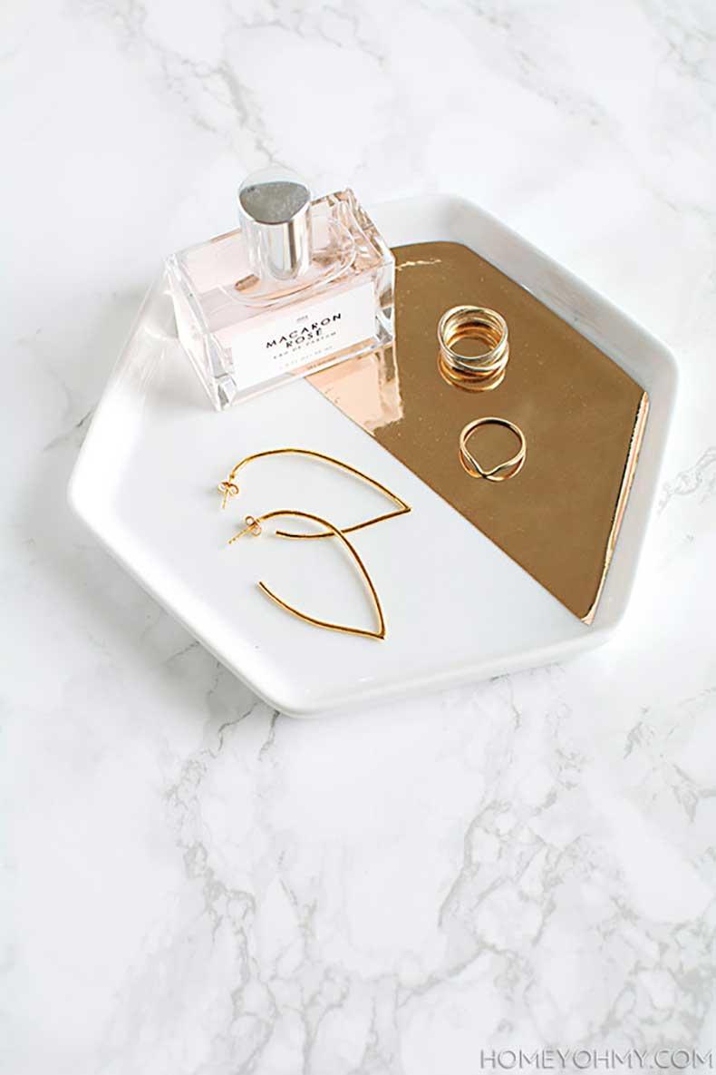 Mirrored-gold-hexagon-tray-DIY