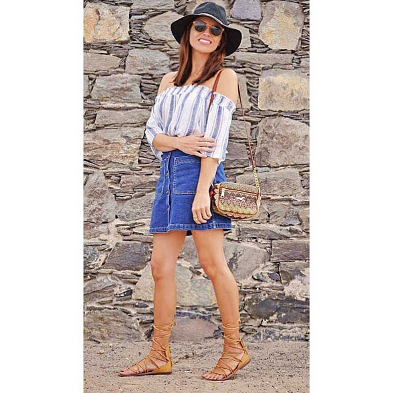 Stripes-shoulders-gladiator-sandals-make-perfect-Summer