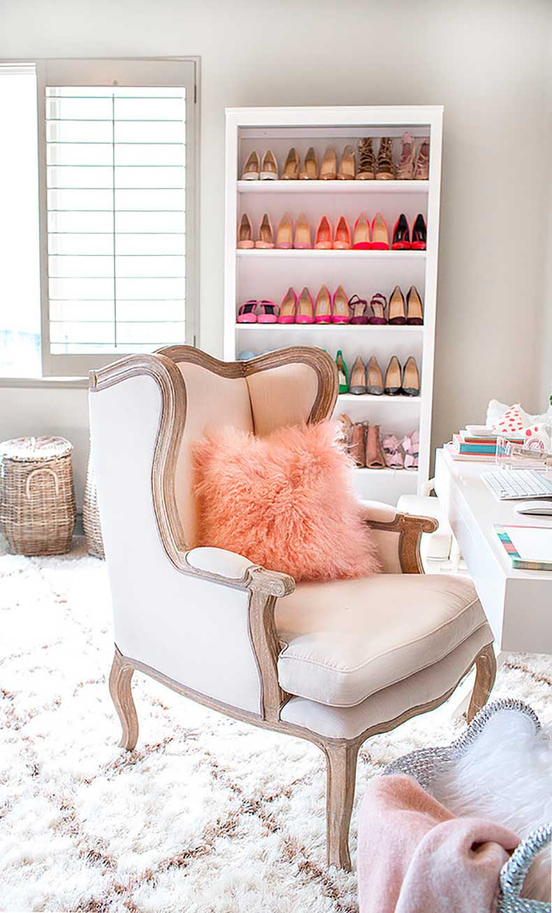 What-could-more-perfect-fashion-blogger-office-than