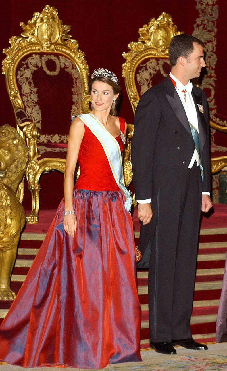 When-She-Contrasted-Her-Gown-Her-Sash