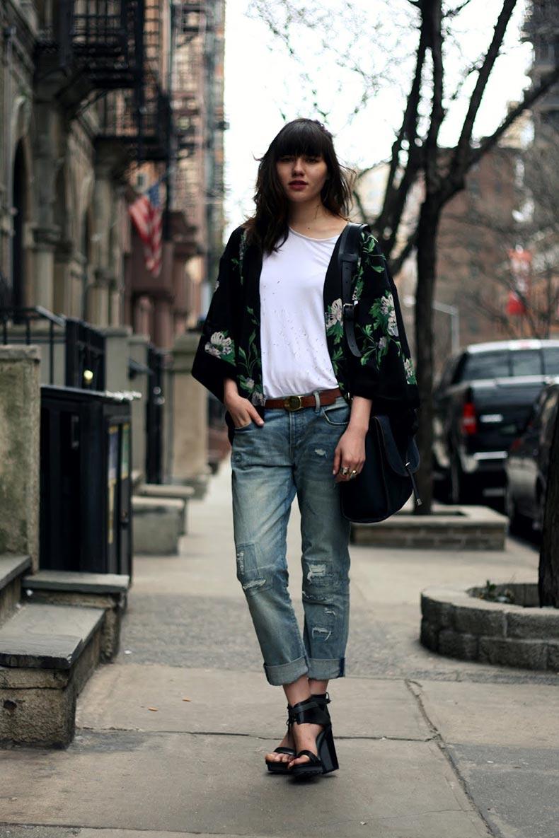 kimono-and-ripped-boyfriend-jeans