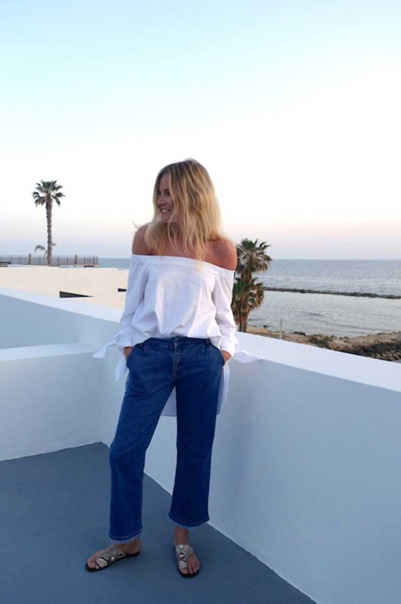13-Le-Fashion-31-Stylish-Ways-To-Wear-An-Off-The-Shoulder-Look-White-Top-Cropped-Jeans-Sandals-Fashion-Me-Now