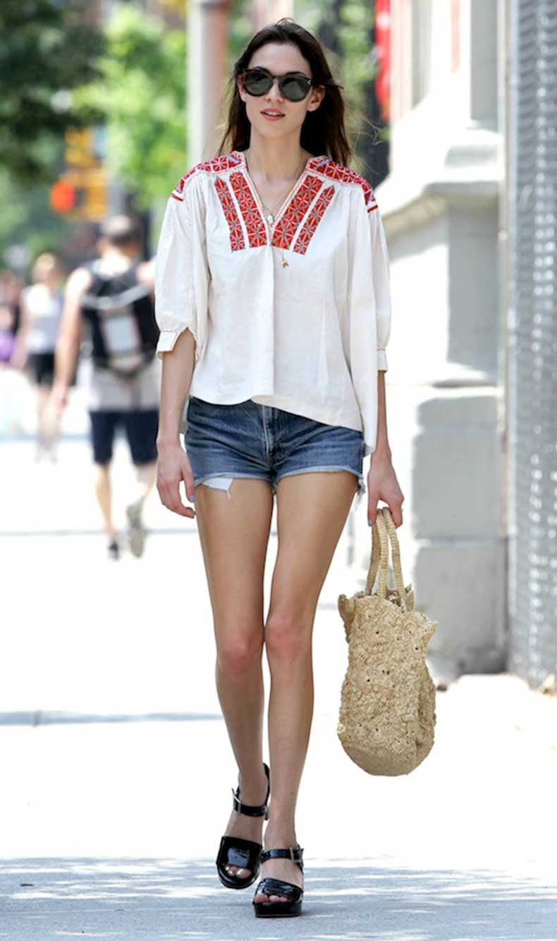 4-Le-Fashion-Blog-40-Of-Alexa-Chung-Best-Looks-With-Denim-Shorts-Embroidered-Top-Jean-Cut-Offs-Sandals-Via-Elle-Greece