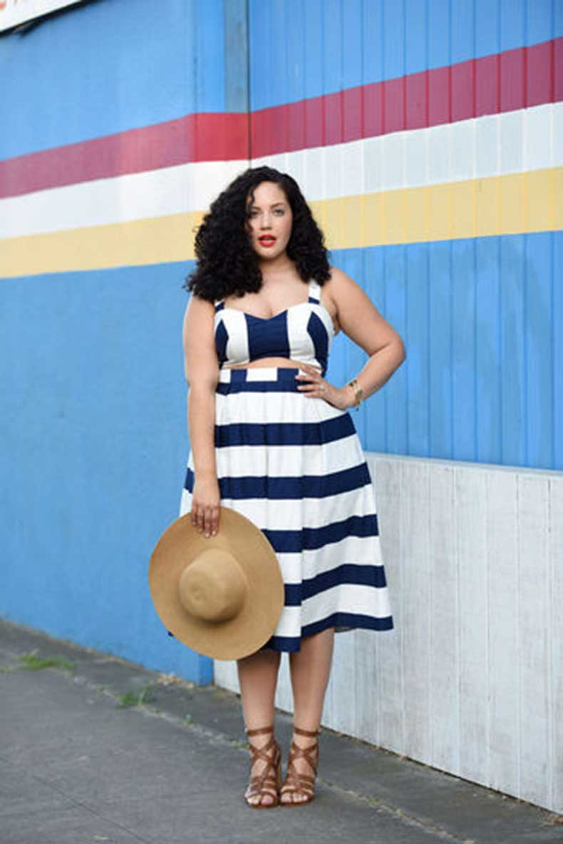 9-girl-with-curves-stripes-w352