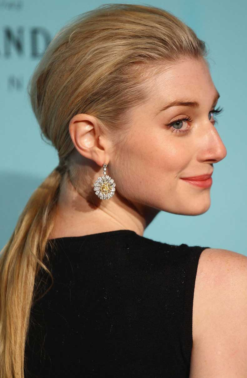 Elizabeth-Debicki-mussed-her-roots-more-round-shape-her-low