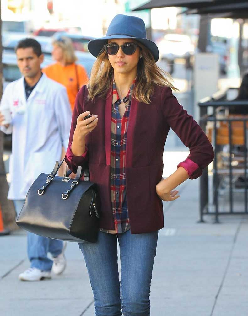 Jessica-Alba-Looked-nice-wear-blazer-and-hat