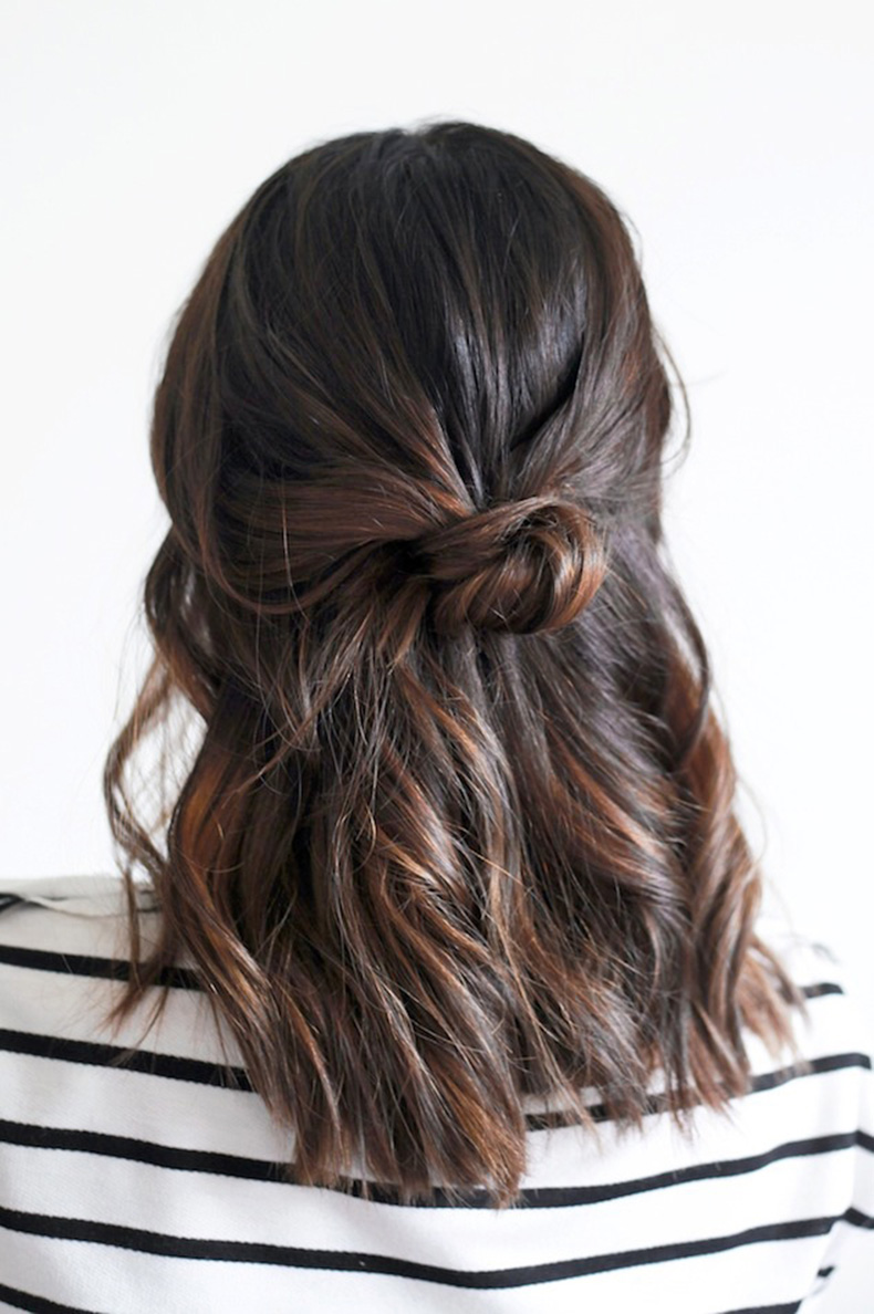 Le-Fashion-Blog-Hair-Tutorial-Loose-Half-Up-Top-Knot-Wavy-Hairstyle-Striped-Tee-Via-Treasures-And-Travels