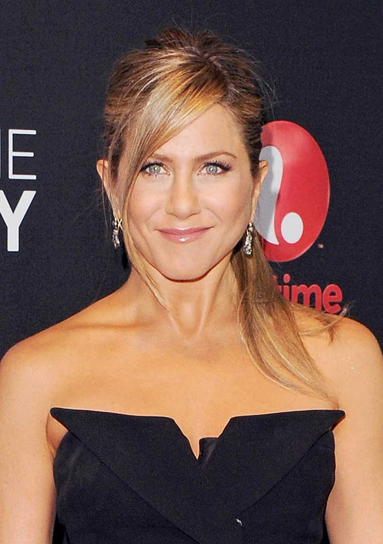 Let-your-side-bangs-hang-loose-à-la-Jennifer-Aniston
