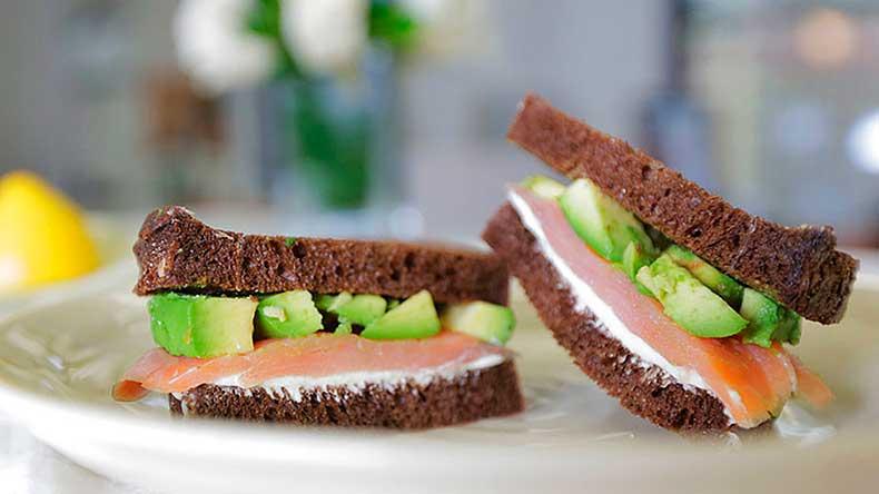 Salmon-Wasabi-Sandwich