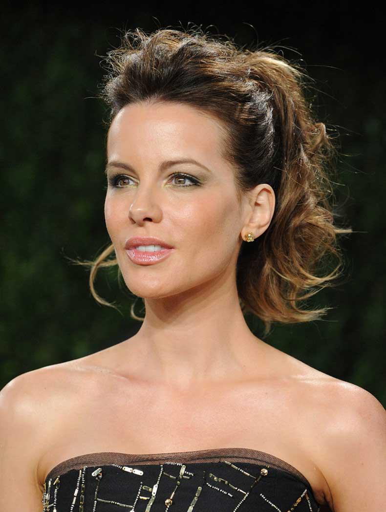 Vanity-Fair-Oscar-party-Kate-Beckinsale-pulled-her-bangs-back