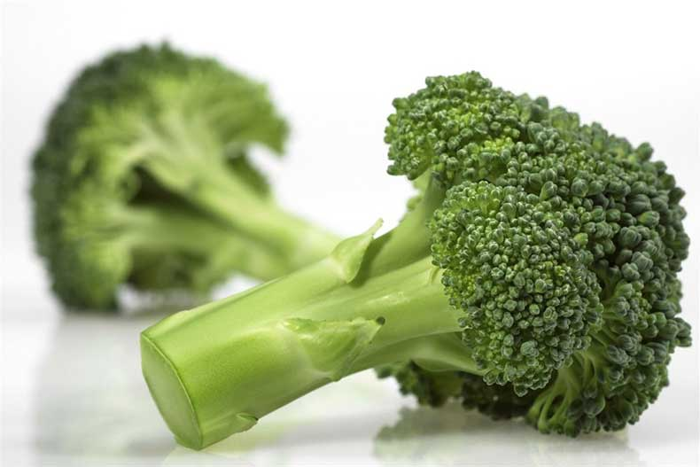 broccoli-en-bakbanaan-helpen-bij-darmziekte_1000x667