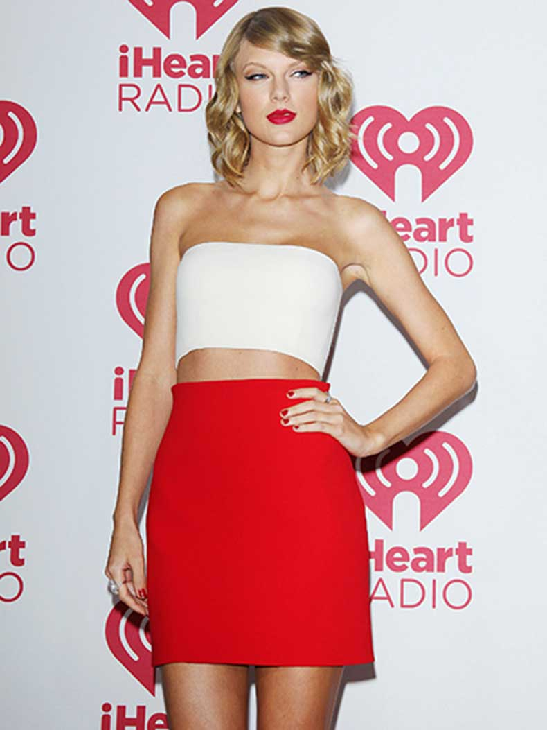 celebrity-poses-taylor-swift