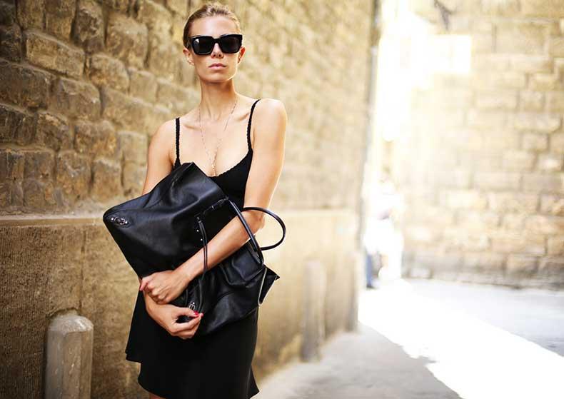 elizabeth-minett-balenciaga-tote-street-style-fashion