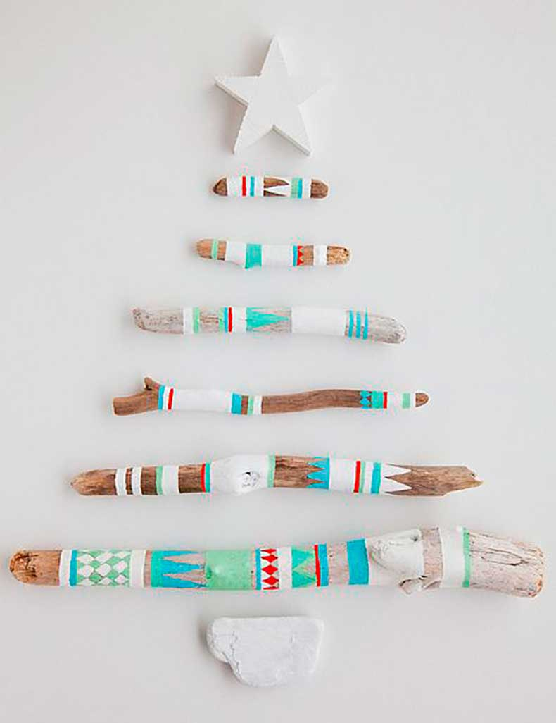 handmade-painted-driftwood-christmas-tree