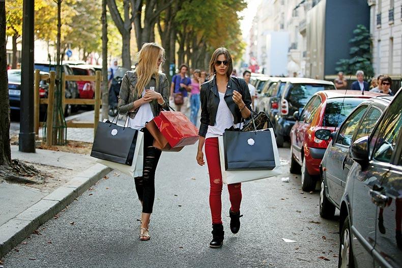 irina-shayk-on-a-shopping-12