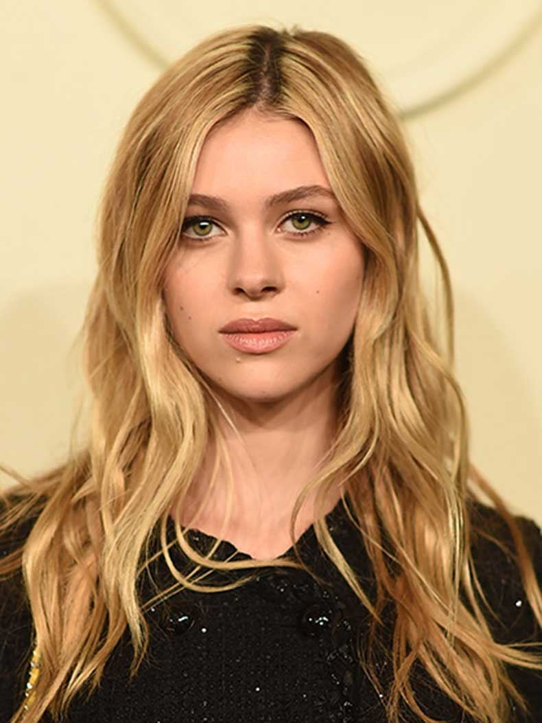 nicola-peltz-s-shaped-waves