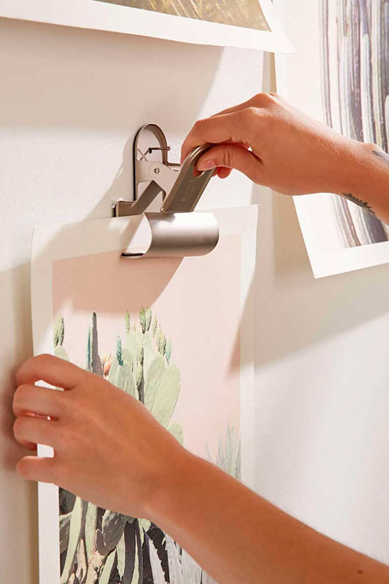 wall-clips-urban-outfitters