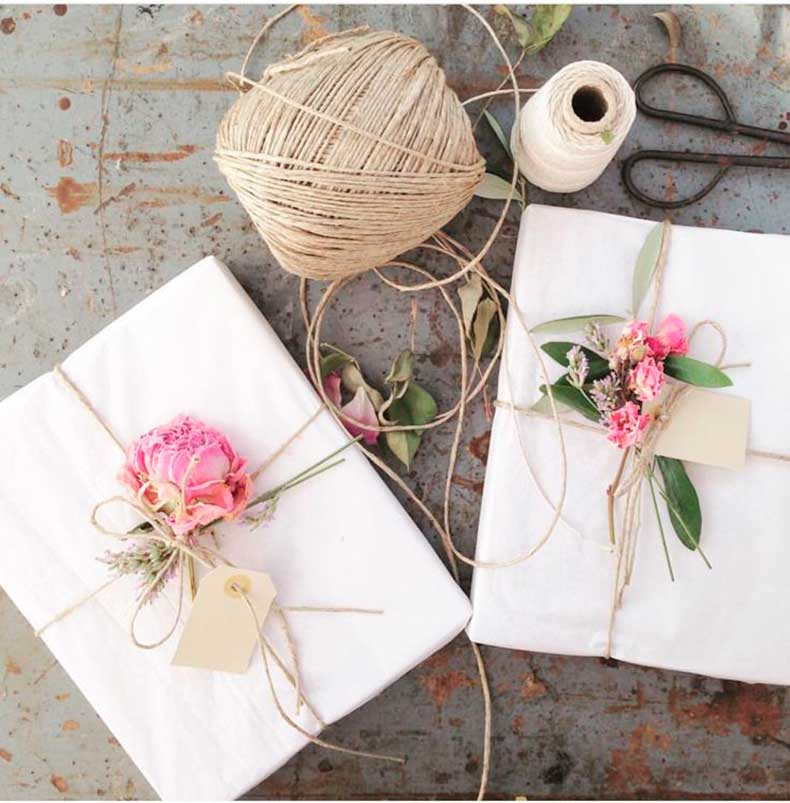 0Dried-Flowers-add-an-elegant-touch-to-plain-white-paper-
