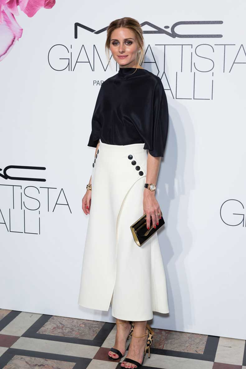 Attract-Eyes-Down-Your-Statement-Shoes-Opting-Elegant-Black-White-Separates