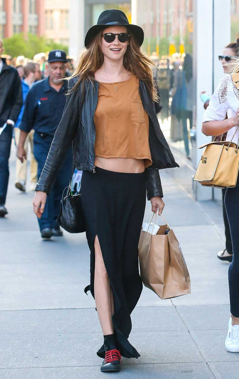 Behati-Prinsloo-went-grunge-black-maxi-skirt-thigh-high