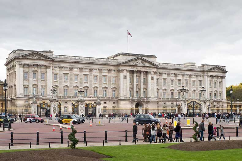 Buckingham-Palace-Carlos-Delgado-via-wikicommons