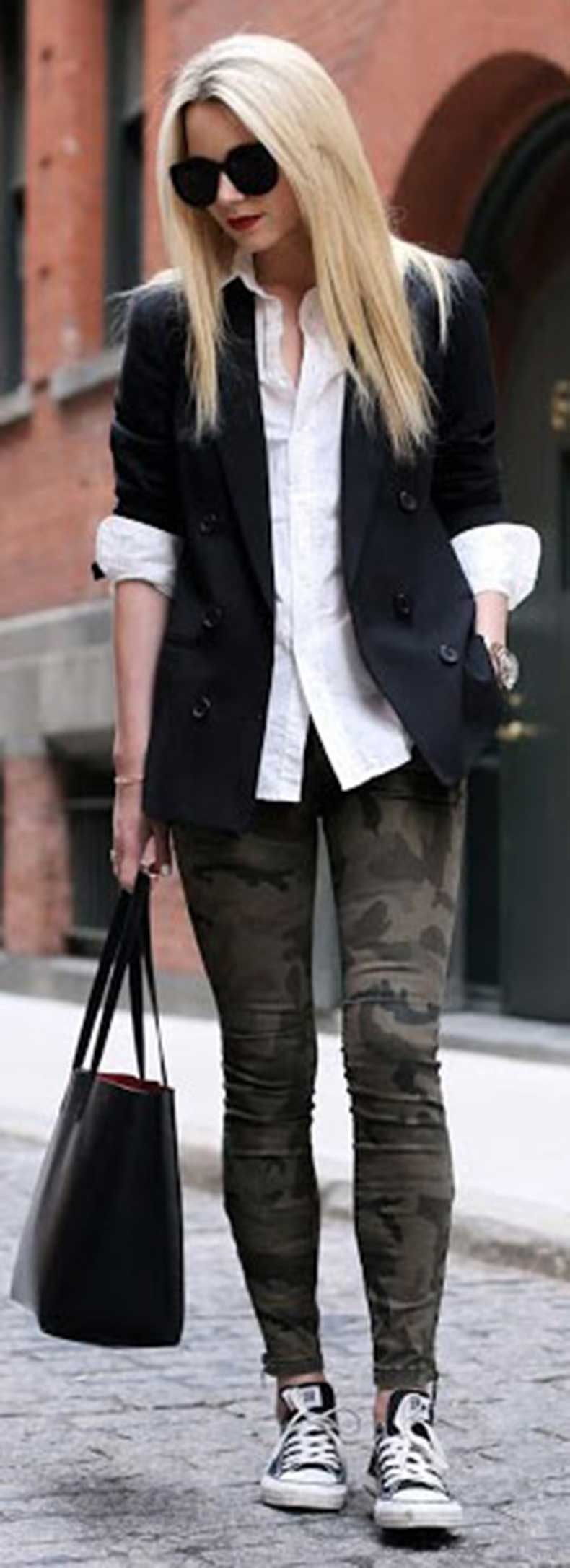Camo-Jeans-Black-Blazer-Outfit