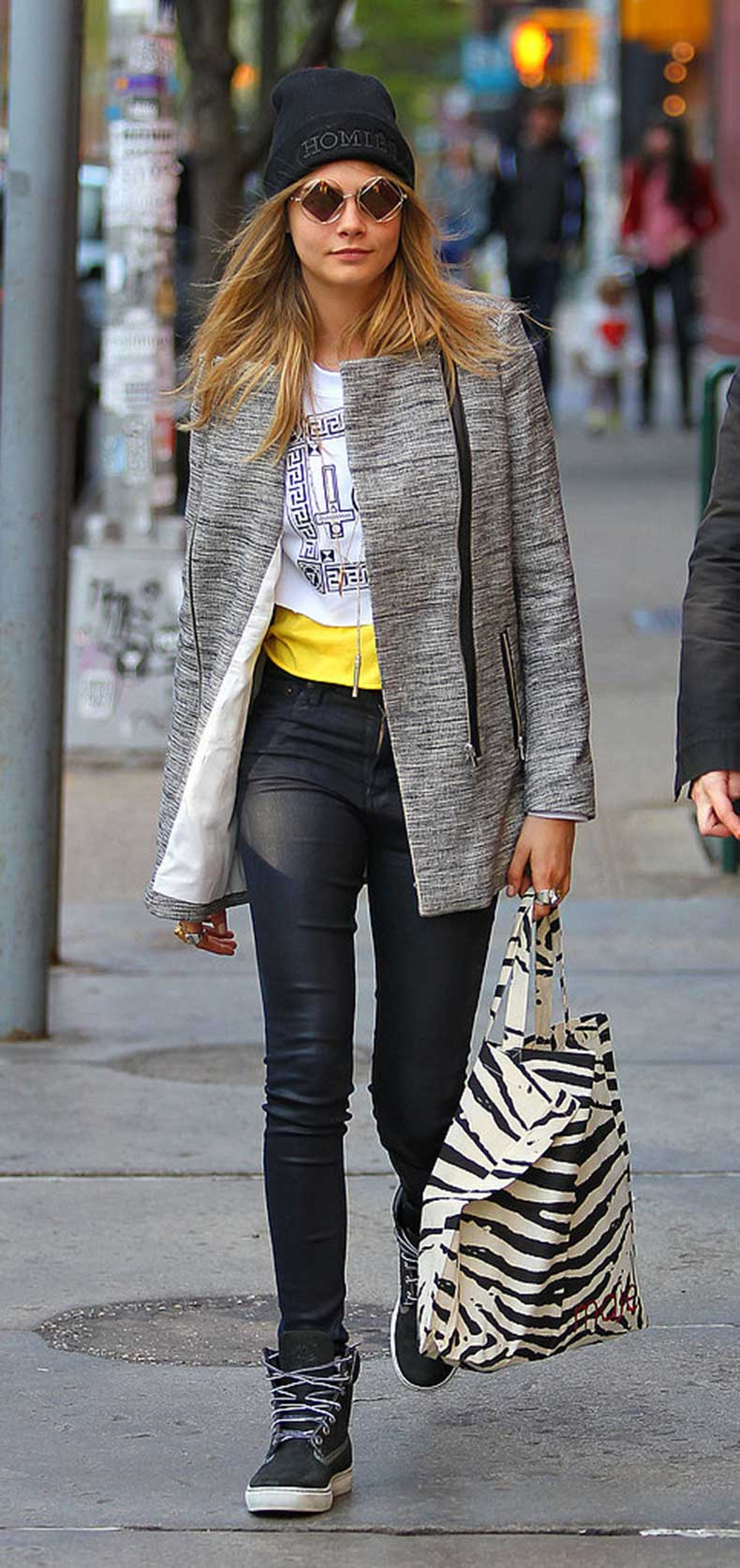 Cara-Delevingne-showed-off-her-sporty-side-NYC