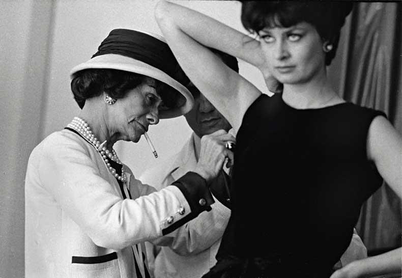 Coco-Chanel-working-Paris-001