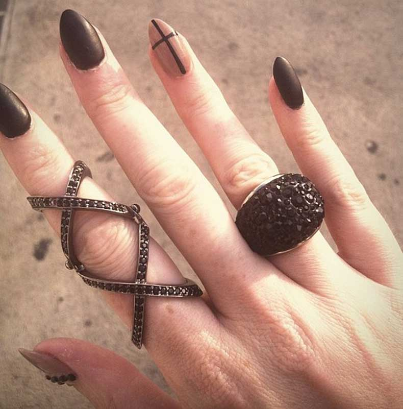Grunge-Nails-(6)