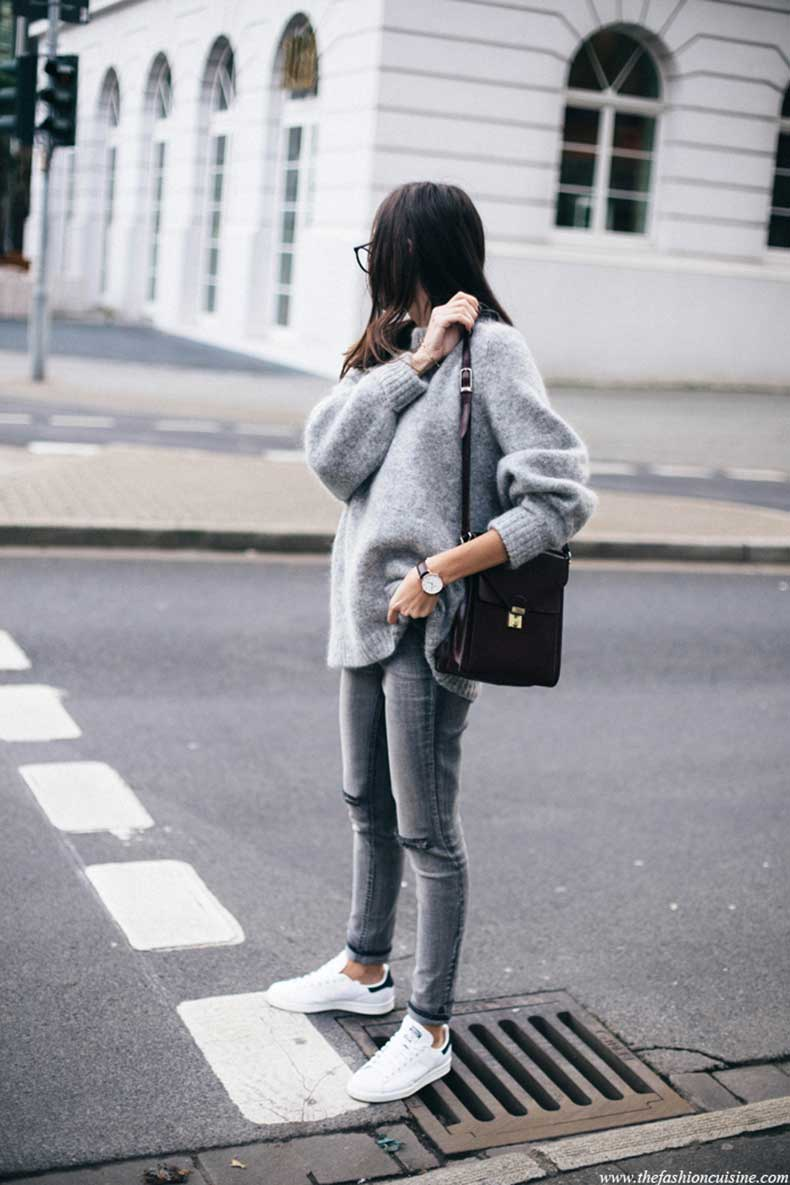 HM-trend-mohair-blend-grey-oversized-jumper-forever-21-ripped-knee-jeans-Stan-Smith-white-and-black-blogger-fall-outfit