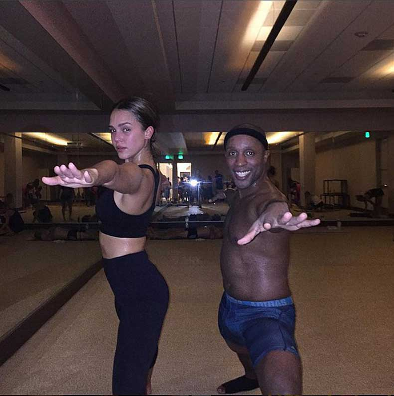 Jessica-Alba-got-her-hot-yoga-while-rocking-her-favorite-Sweaty