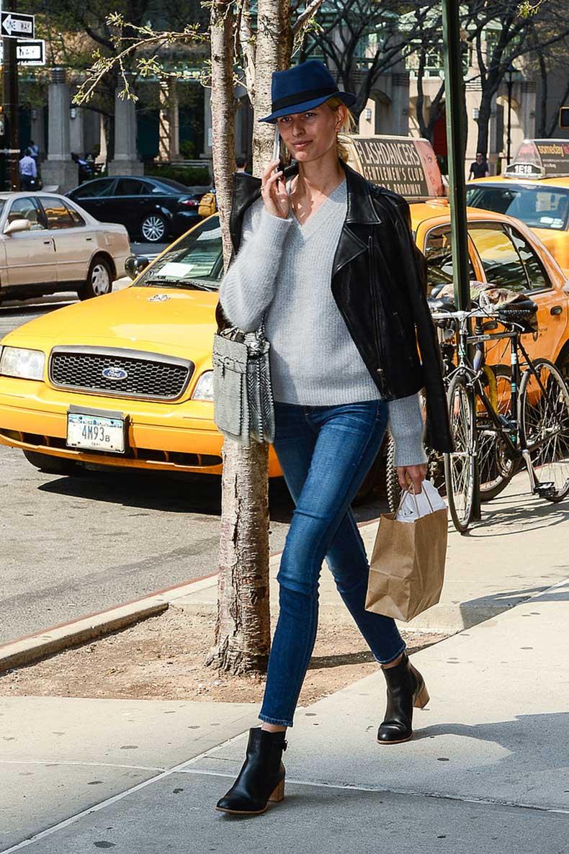 Karolina-Kurkova-strutted-her-svelte-stuff-down-streets-NYC