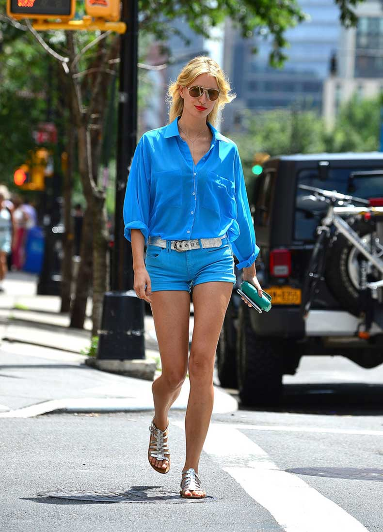 Karolina-Kurkova-stuck-blue-button-down-blouse-mini-denim