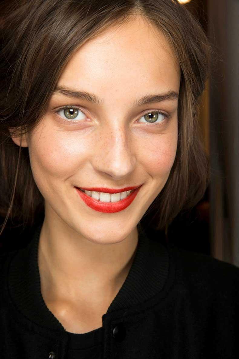 Le-Fashion-Blog-Beauty-Inspiration-Fresh-Face-Classic-Red-Lip-White-Teeth-Julia-Bergshoeff-Backstage-Burberry-SS-2015