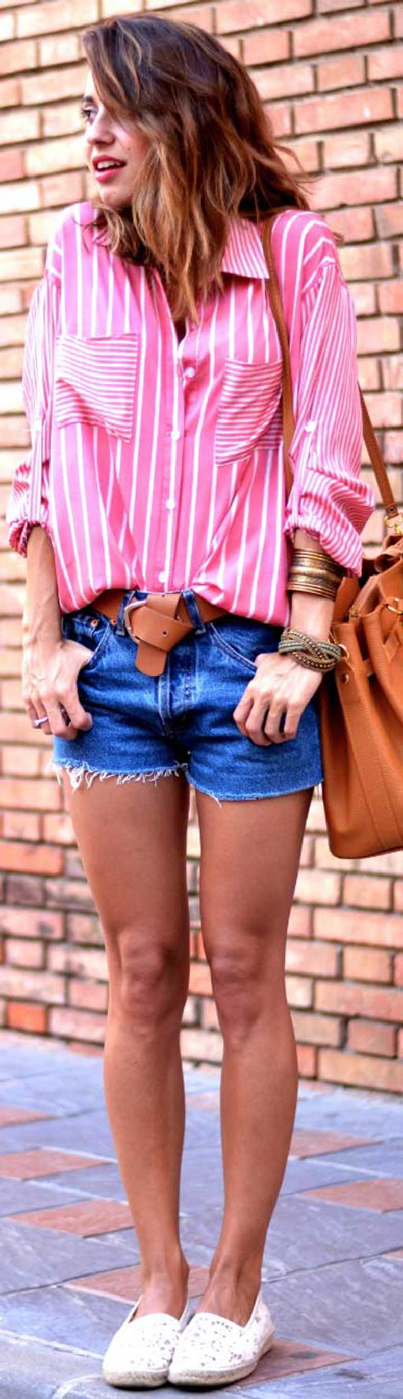 Long-Sleeve-Blouse-Denim-Shorts-Outfit