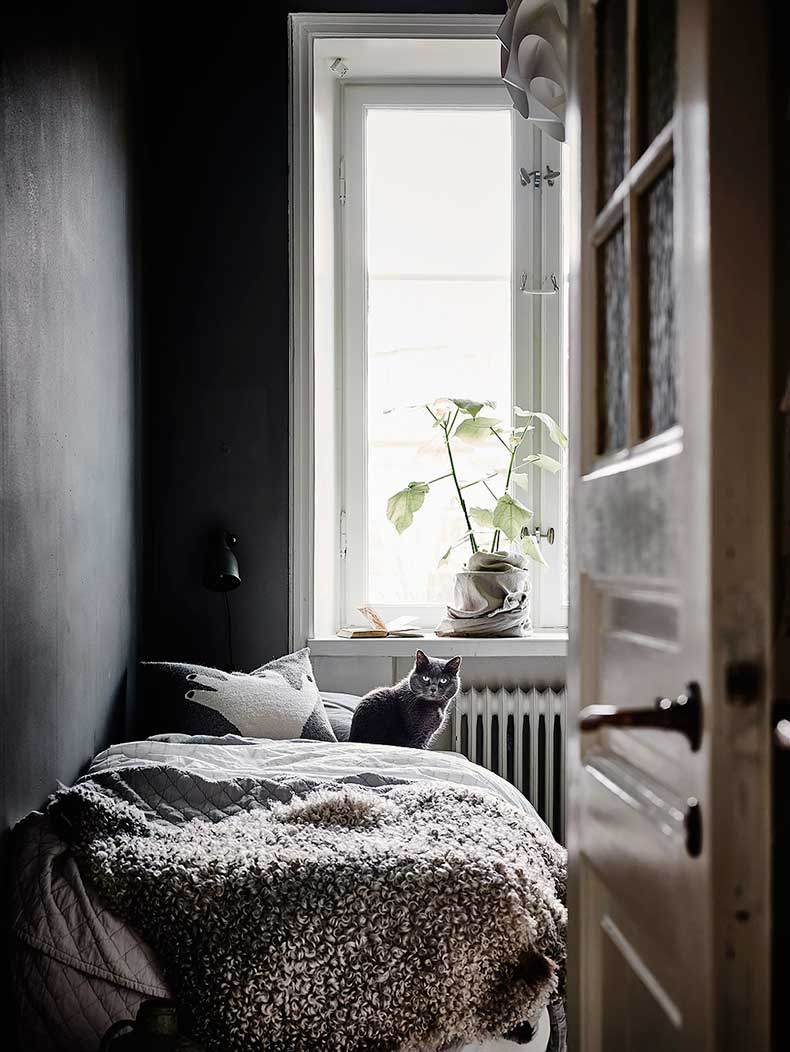 Oracle-Fox-White-Scandinavian-Interior-Bright-Apartment-12