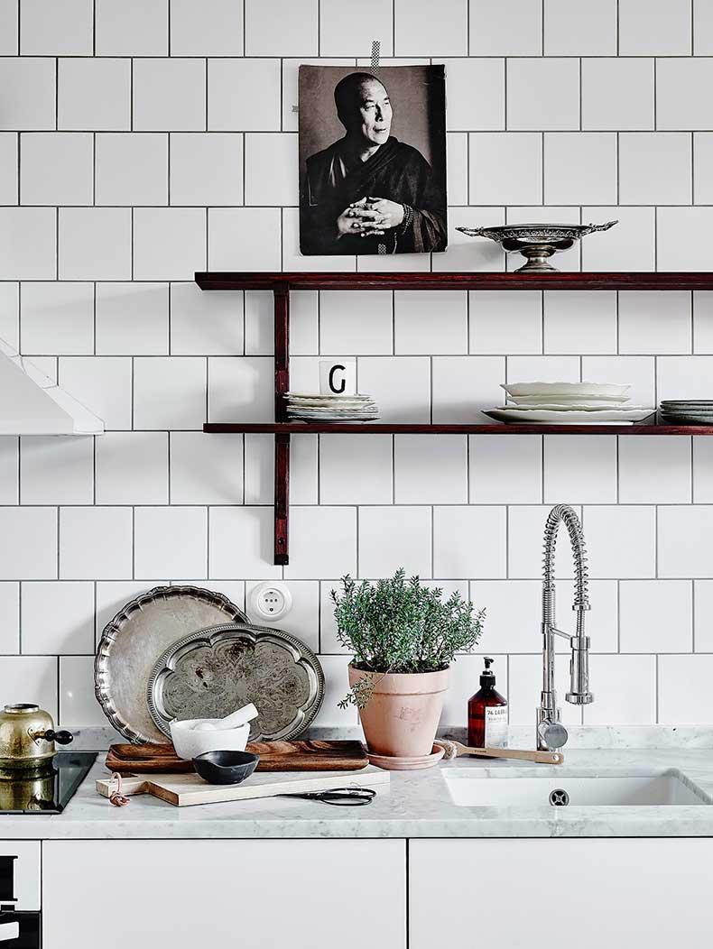Oracle-Fox-White-Scandinavian-Interior-Bright-Apartment-2