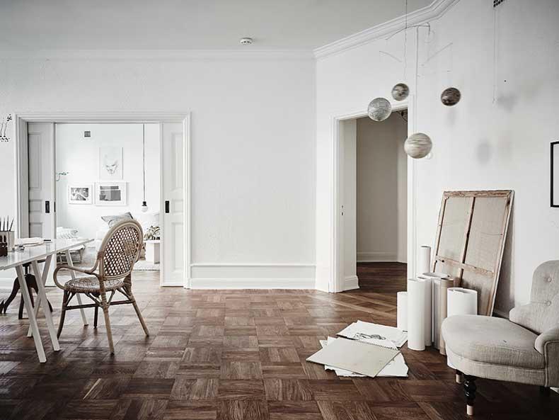 Oracle-Fox-White-Scandinavian-Interior-Bright-Apartment-22-e1449206203580