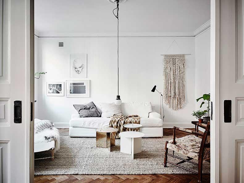 Oracle-Fox-White-Scandinavian-Interior-Bright-Apartment-3