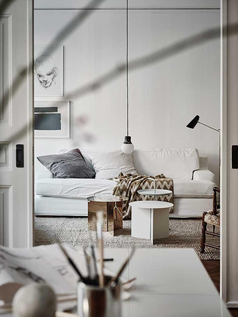 Oracle-Fox-White-Scandinavian-Interior-Bright-Apartment-9